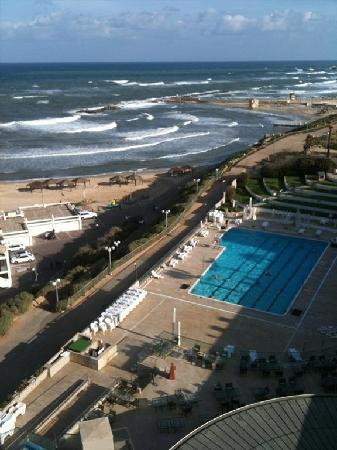 Hilton Tel Aviv: View from 6th floor towards north