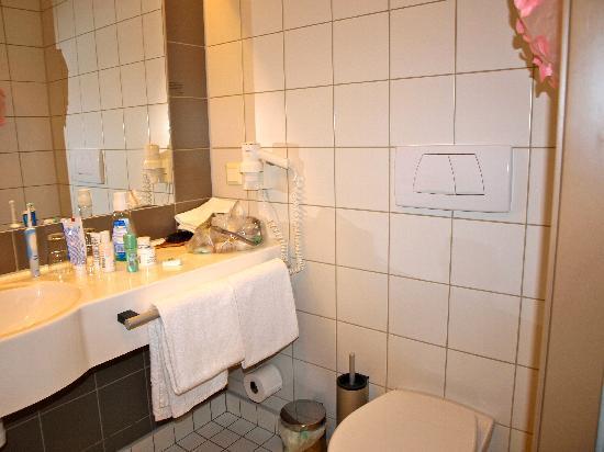 Scandic Alvik: bathroom