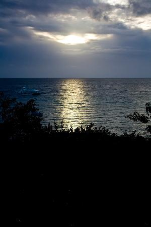 Alegre Beach Resort: Sunrise
