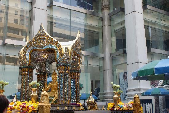 Erawan Shrine (Thao Mahaprom Shrine): Burberry and shrine