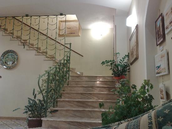 Hotel Cala Marina: scala reception