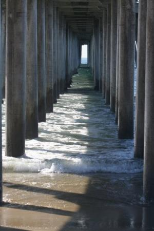 Newport Beach, CA: UNDERNEATH THE PIER, I LOVE THIS PIC WITH THE WATER COMING UP