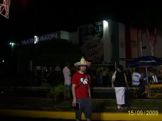 Lazaro Cardenas, Meksika: Viva mexico....