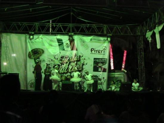 Lazaro Cardenas, Mexico: Mini mini birler caliskan ikiler sahnede :))))