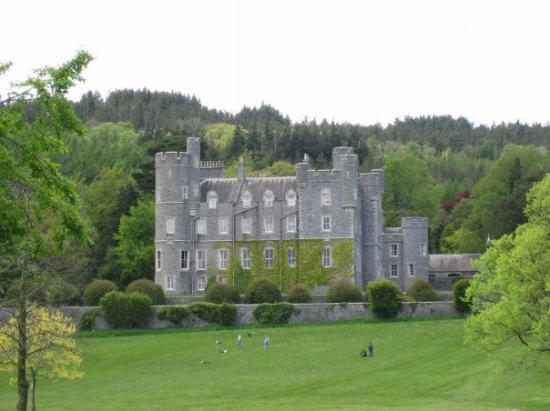 Castlewellan Forest Park: Castlewellan Castle..had our first retreat there..so cool