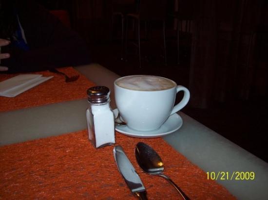 Hilton Waikiki Beach: Mac 24/7 hot cocoa