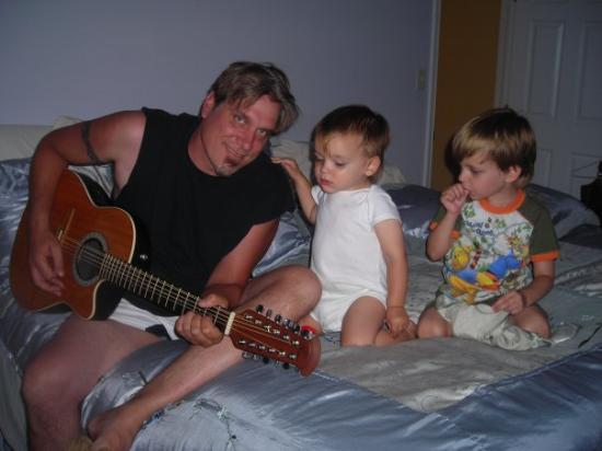 Scottsdale, AZ: First guitar lessons by daddy!