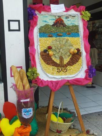 Ambato, Ecuador: Hecho de Pan, Frutas y Flores :)
