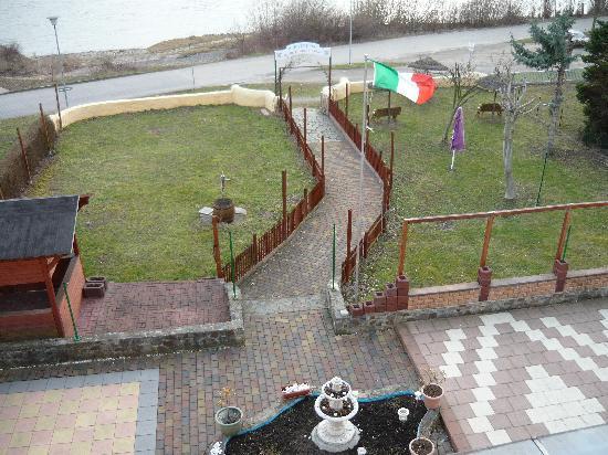 Rheinhotel Bellavista: Blick vom  Balkon auf Gartenanlage