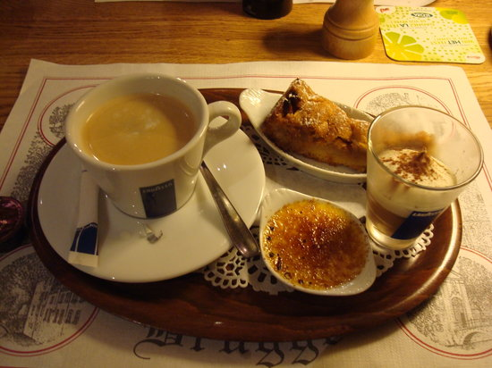 Breakfast Lunch Jan van Eyck: The Coffee Surprise pudding was a most excellent surprise!