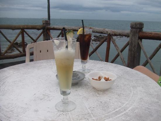 Turi Beach Resort: food at the jetty