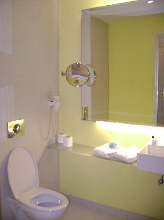 Liwan Hotel: bathroom