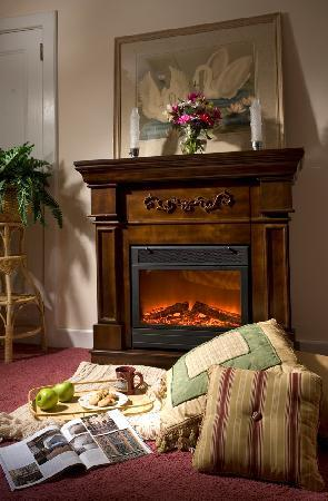 Whistling Swan Inn: Stillwater Room fireplace