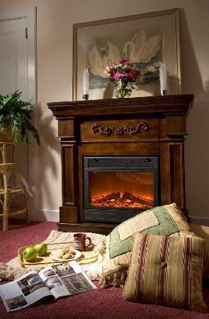 ويسلينج سوان إن: Stillwater Room fireplace