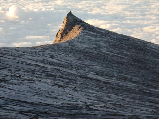Mount Kinabalu: サウスピークと雲海