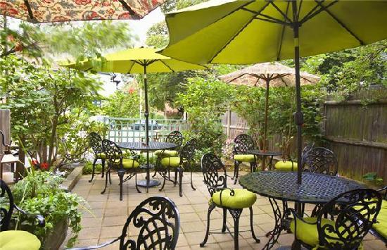 The Samuel Sewall Inn: Our lovely patio