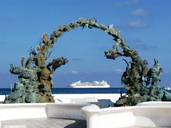 Hotel Posada Edem: Fuente, Playa y Crucero
