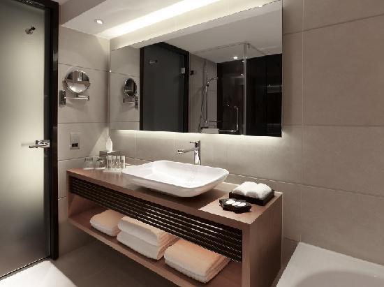 Park Plaza Westminster Bridge London: Bathroom