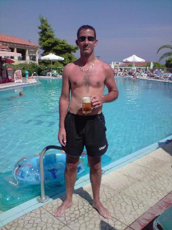 Katerina Palace Hotel: I needed cooling down!! I jumped in after