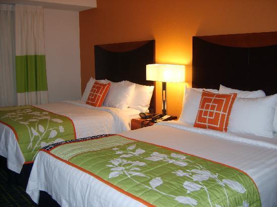 Fairfield Inn & Suites Orlando at SeaWorld: Bedroom
