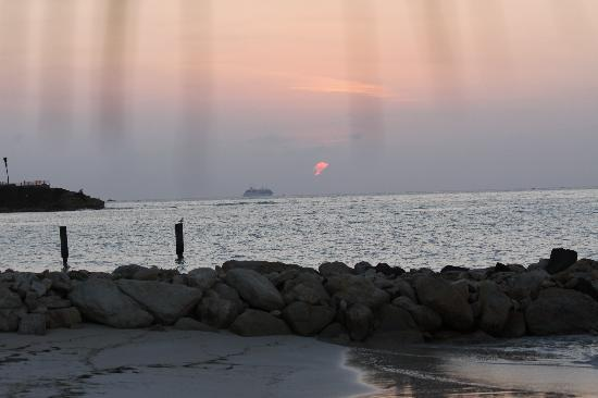 Siboney Beach Club: Sunset at Siboney