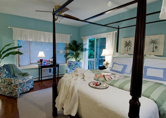 Quintessentials Bed and Breakfast and Spa: Negril Room at Quintessentials B and B and Spa, E. Marion, LI NY