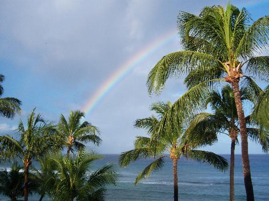 Hale Mahina Beach Resort: rainbow from 406 - A lanai