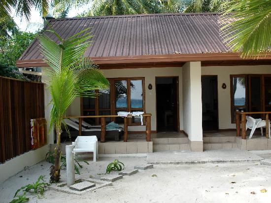 Kuramathi Island Resort: our garden lodge