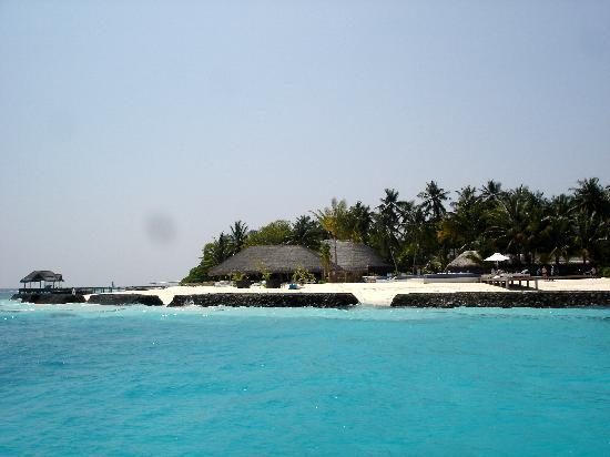 Kuramathi Island Resort: first view from the boat