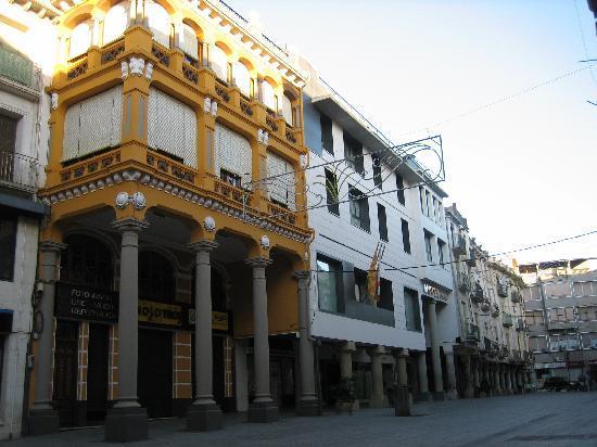 Gran Hotel Ciudad de Barbastro: Plaza del Mercado