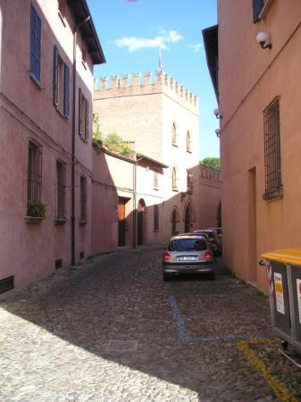 Forli, Italia: La calle Maldenti (o dolor de dientes)