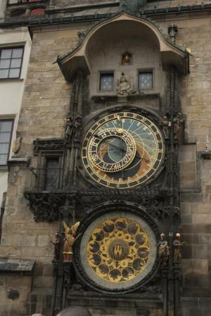 Gamlebyens rådhus med det astronomiske uret: Astronomik Saat