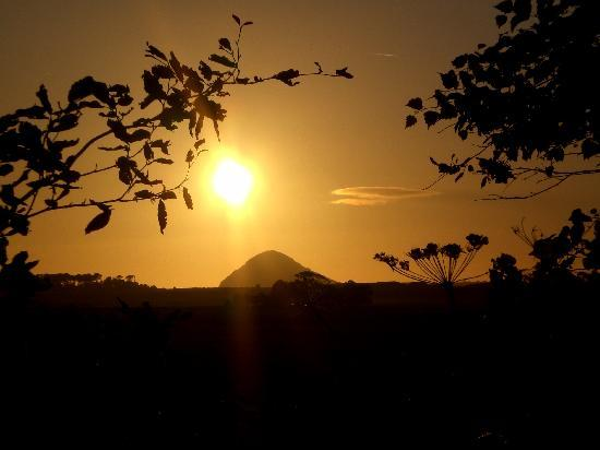 2 Wheel Tours-Day Tours: Great sunset over North Berwick Law