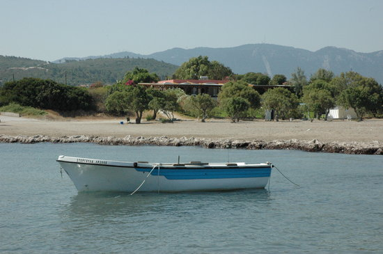 Kalavarda Beach : This is the only kind of boat you'll see in Kalavarda