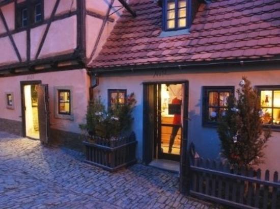 Praha Slott: Golden street in  Prague