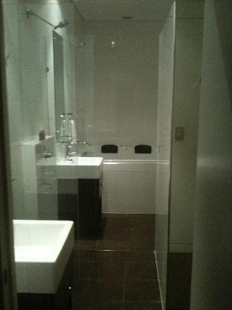 Ramada Perth, The Outram: The bathroom wet area, very roomy