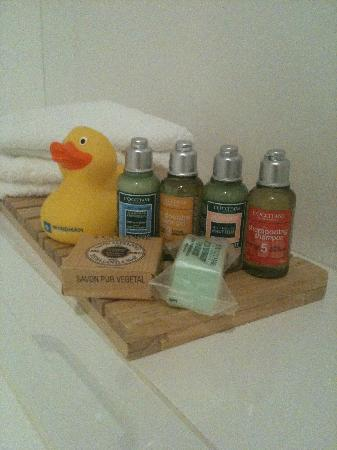 Wyndham Outram Perth: L'Occitane products in the bathroom. Very tasteful indeed