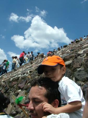 San Juan Teotihuacan, Mexico: really crowded