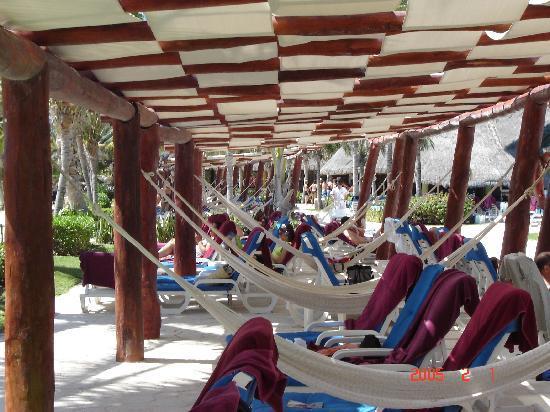 Barcelo Maya Colonial: Les hamacs