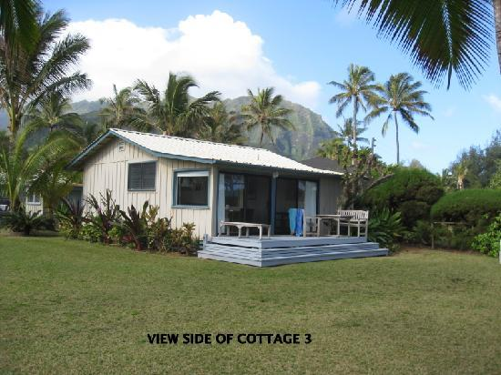 Hale Makai Cottages: View side of Cottage 3