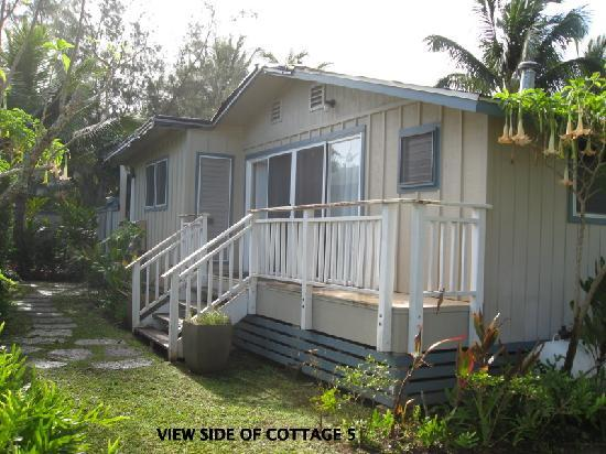 Hale Makai Cottages: View side of Cottage 5