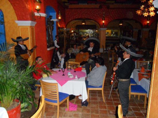 Porto Fino Bay View Grand: Moteno Mexican Resturant pricey but good