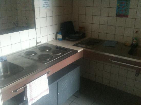 Generation Europe Youth Hostel: Kitchen area