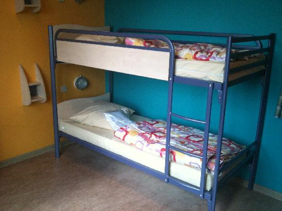 Generation Europe Youth Hostel Brussels: Comfortable and clean dorm beds