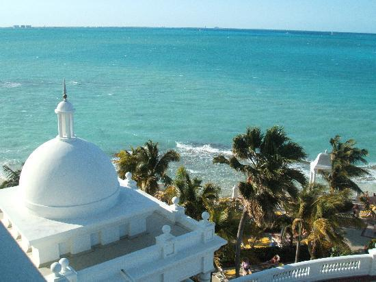Hotel Riu Palace Las Americas: View of ocean from our room
