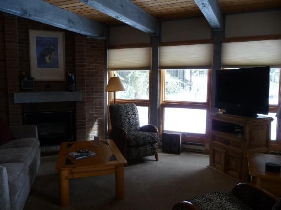 The Lodge At Steamboat : Unit A109 Living Area
