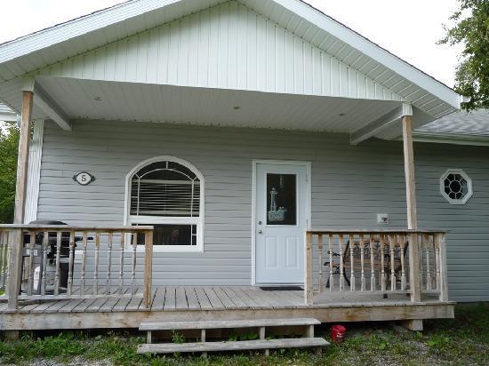 Mountain Range Cottages: Cottage 5 Exterior