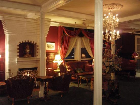 1of the 2 sitting room of the Queen Ann hotel with a fire place