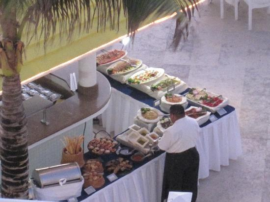 """Cozumel Palace: """"Grill"""" restaurant poolside... buffet style"""