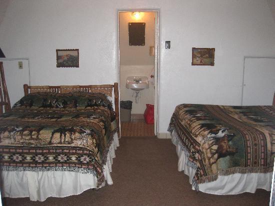 Wigwam Motel: inside wigwam #7